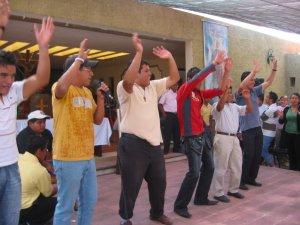 Los seminaristas Scalabrinianos hicieron bailar un rato a todos los jóvenes