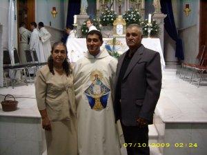 P. Juan Luis y sus padres.