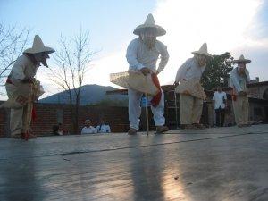 ... el Baile de los Viejitos.