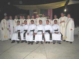 Padres Scalabrinianos, amigos y los neoprofesos