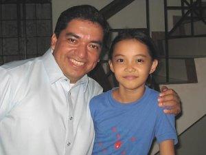 P. Alberto (mexicano) y una amiguita...