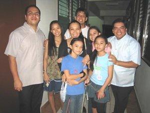 Con una familia amiga de P. Alberto