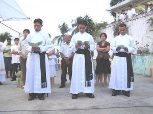 De izquierda a derecha; Antonius Fahot, Indonesiano; Jonathan Jasareno, FIlipino y Franciskus Yangminta, Indonesiano