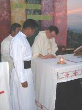 Firmando las formulas de Profesion Religiosa