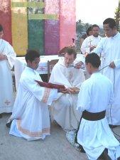 Recibiendo las Reglas de Vida de la Congregación