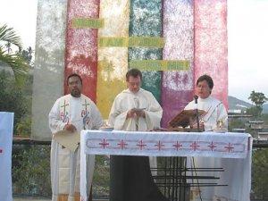 Fr. Hili, mestro de novicios, P. Paulo, superior provincial y Vanilso, Diacono scalabriniano