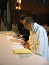El Padre Provincial también firma la Profesión hecha por Leandro.