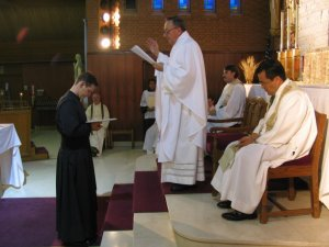 Se hace una Oración por Leandro para que él pueda cumplir con su compromiso.