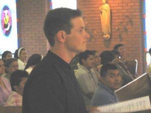 Leandro estaba muy atento y concentrado antes de a Profesión.