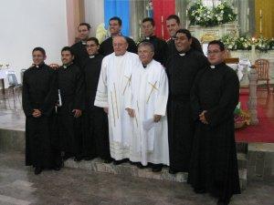 """Los neoprofesos son siete mexicanos (Teo, Meño, Efren, Gera, Cande, Memo y Alejandro), más dos colombianos (Wilson y Fabio), gracias muchachos por su """"sí"""" generoso que le han dado a Dios"""