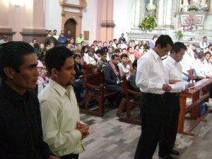 El Padre Provincial interroga a los Noviciossobre lo que están pidiendo a la Congregación de los Misioneros de San Carlos.