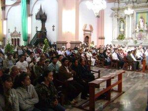 .. en un templo lleno de tantos familiares amigos y fieles atentos y devotos.