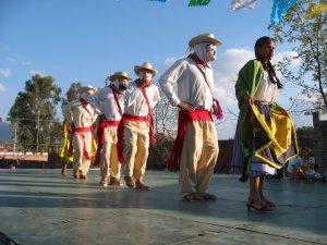 Los Viejitos: Tradicional baile de Michoacán.