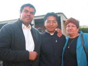 Padre Ernesto, Neoprofeso Gregorio y la cocinera Raquel..