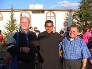 Padre Román, Laing monje benedictino y el Padre Luis.