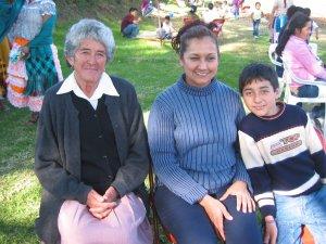 Gente conocida de calle Zapote, México, D.F.: Doná Martha y Doña Verónica con su hijo.