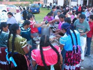 Una Mujeres indígenas de Ichán prepararon unos ricos tamales y un rico caldo. ¡Muchas gracias!
