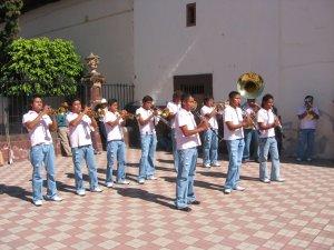 Una Banda musical amenizó el ambiente...