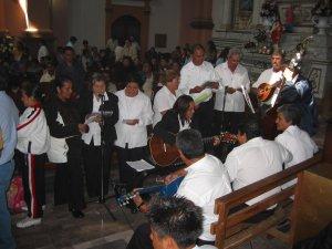 Los Cantos de la Santa Misa estuvieron a cargo del Coro del Grupo Neocatecumenal de la Parroquia de Purépero.