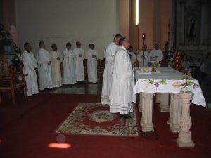 La Santa Misa tuvo su curso normal.