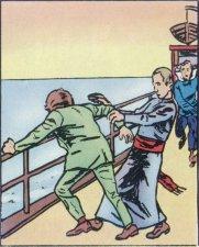 El esposo enloqucido tentó de tirase al mar con el niño. El Padre Marchetti se  tomó a cargo al niño.