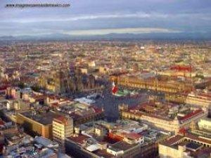 El Zocalo hoy y hace 700 años lugar de Tenochtitlan.