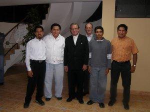 Los postulantes Pablo, Victor, Mons. Jacir, P. Antonio (maestro de postulantes) Grimaldo y el Inge Alejandro Conde