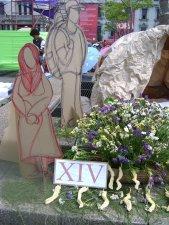 XIV ESTACION -  Jesús sepultado . Presentada por la Parroquia de la Santa Cruz