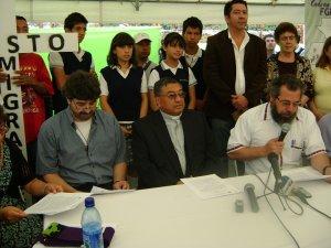 Antes del Via Crucis hubo una rueda de prensa del Arzobispo de Guatemala, Mons. Oscar Vian, del Padre Mauro Verzelletti, Secretario de la Movilidad Humana de la CEG  y del Padre Francisco Pellizzari, Director de la Casa del Migrante.